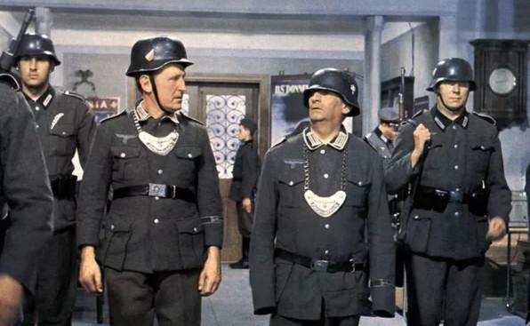 """Кадры из кинокомедии """"Большая прогулка"""", Великобритания-Франция, 1966 г."""