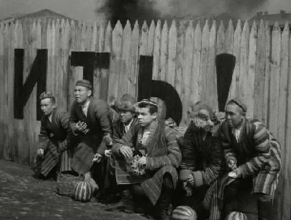 """Как в армии отбирают в разведку. Кадр из фильма """" Максим Перепелица"""""""