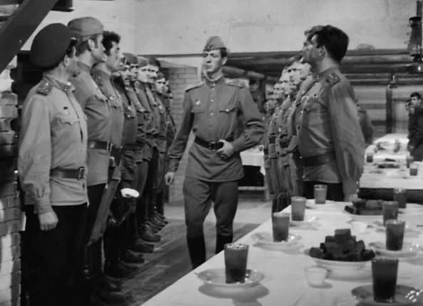 """Кадр из фильма """"В бой идут одни старики"""", СССР, 1973 г."""