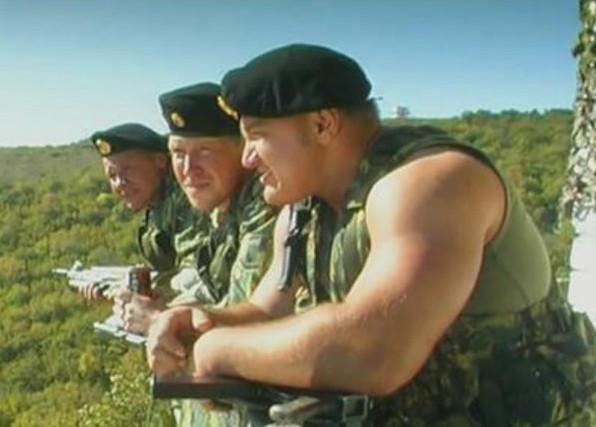 """Кадр из сериала """"Спецназ"""", Россия, 2004 г."""