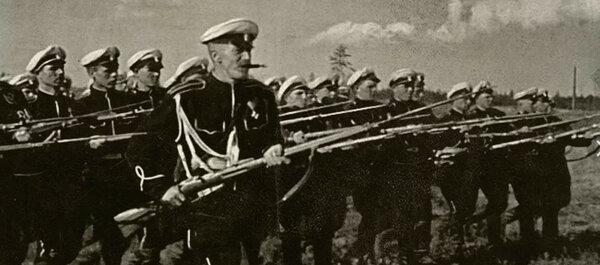 """Психическая атака каппелевцев. Кадр из к/ф """"Чапаев"""", СССР, 1934 г."""